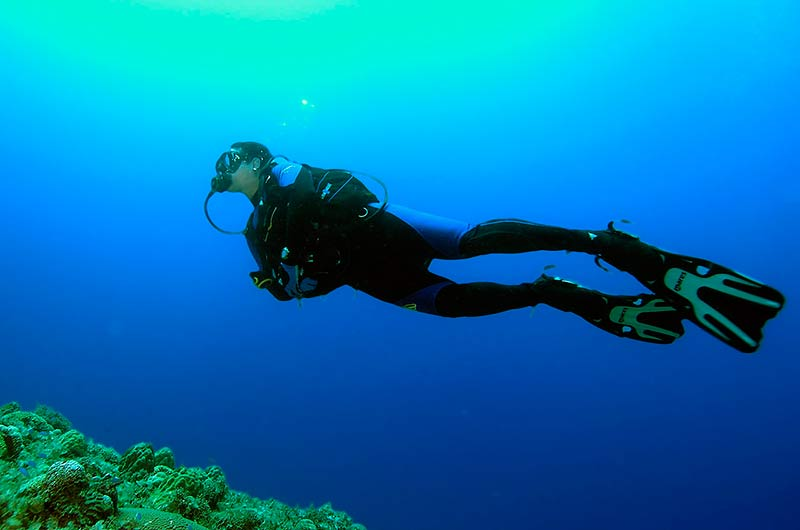 diver drifting
