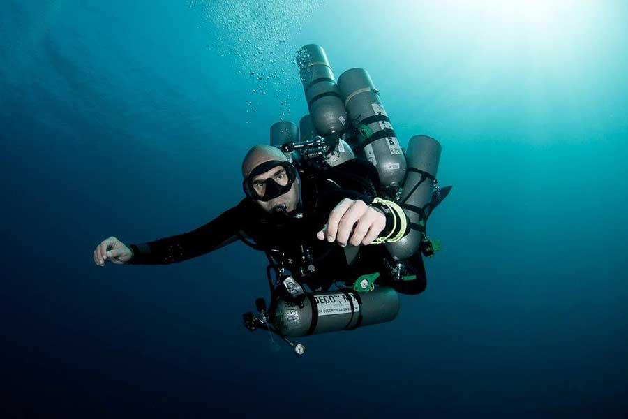 ahmed-gamal-diving